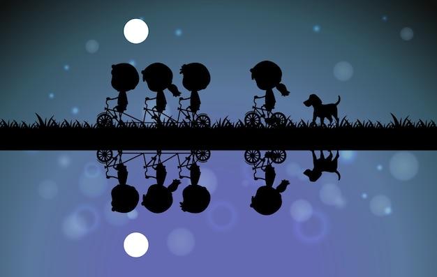 Crianças pedalando à noite