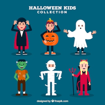 Crianças preparadas com trajes engraçados de halloween