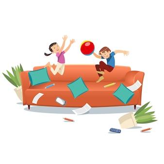 Crianças pulando no sofá jogando com uma bola