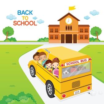 Crianças que vão para a escola de ônibus escolar, aluno volta às aulas