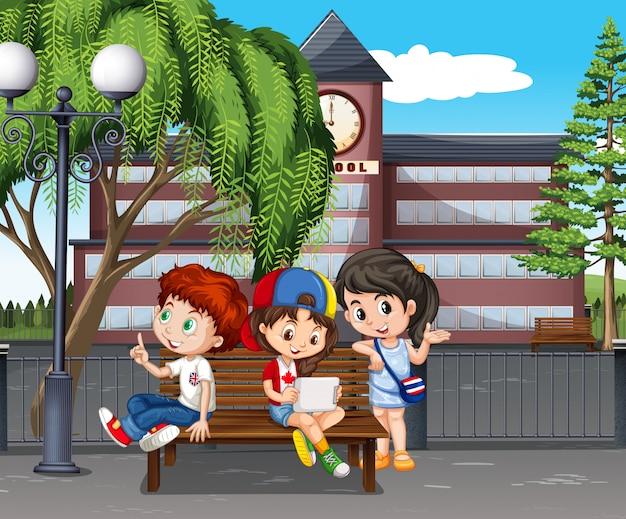 Crianças saindo na escola