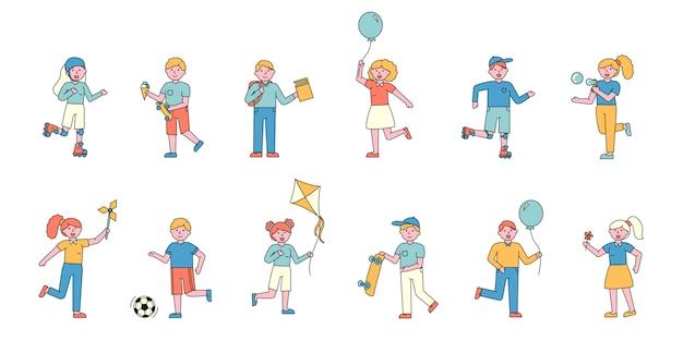 Crianças se divertindo conjunto de cartas planas. pessoas sorridentes com balões.