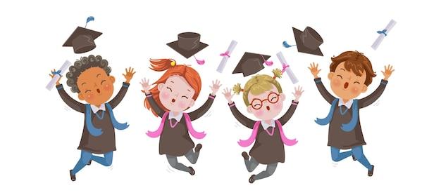 Crianças se formam pulando na graduação de crianças