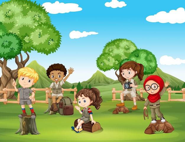 Crianças, tendo divertimento, em, a, campo