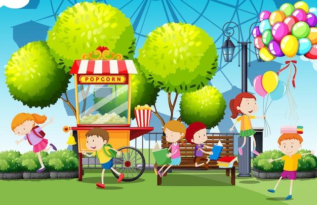 Crianças, tendo divertimento, parque