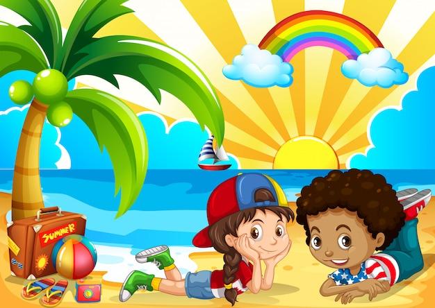 Crianças, tendo divertimento, praia