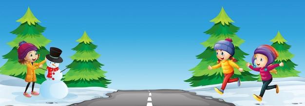 Crianças, tocando, com, boneco neve, estrada