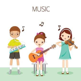 Crianças tocando música por harmônio, guitarra e violino, estudante de volta às aulas