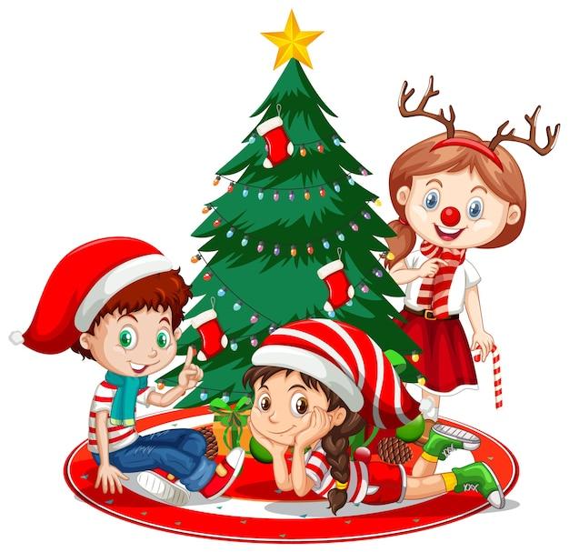 Crianças usam fantasia de personagem de desenho animado com árvore de natal