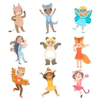Crianças vestidas como conjunto de animais