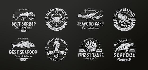 Criaturas do mar, animais riscados no quadro-negro, silhueta de frutos do mar, estilo retrô.