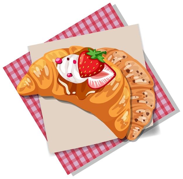 Croissant com cobertura de morango e creme isolado