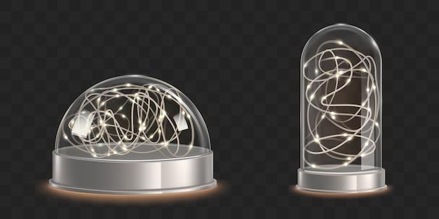 Cúpulas de vidro com luz guirlanda. lembrança de natal