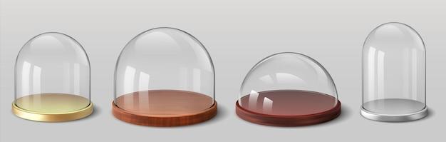 Cúpulas realistas. cobertura de vidro esférico e hemisférico 3d para lembranças, utensílios de vidro de cozinha, vitrine de exposição. vetor definido recipiente de proteção com bandeja de madeira