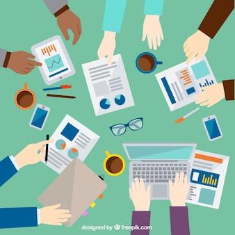 De empresários mãos em uma reunião