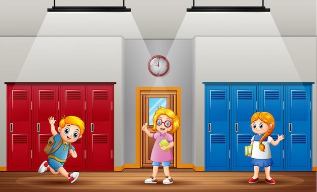 De volta à escola, os alunos retornam à escola após as férias