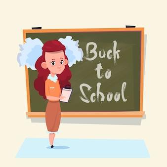 De volta à escola pequena garota em pé