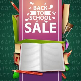 De volta à venda da escola, banner web verde com livros escolares e notebook