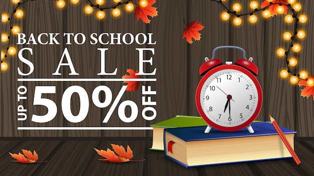 De volta à venda da escola, desconto banner web com textura de madeira, livros escolares e despertador