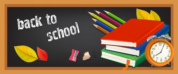 De volta ao banner da escola com uma pilha de cadernos