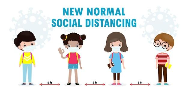 De volta às aulas para novos pré-escolares normais e sociais distantes, crianças adolescentes