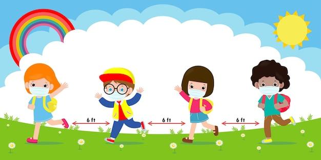 De volta às aulas para o novo conceito de estilo de vida normal, crianças felizes usando máscara facial e distanciamento social
