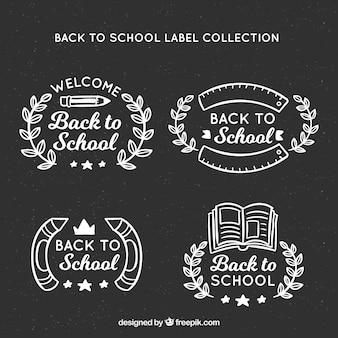 De volta às etiquetas da escola no quadro-negro