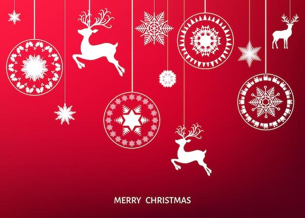 Decoração da árvore de natal branca sobre fundo vermelho. feliz ano novo. bola de natal, renas e flocos de neve. modelo de inverno de vetor para cartão ou convite para festa.