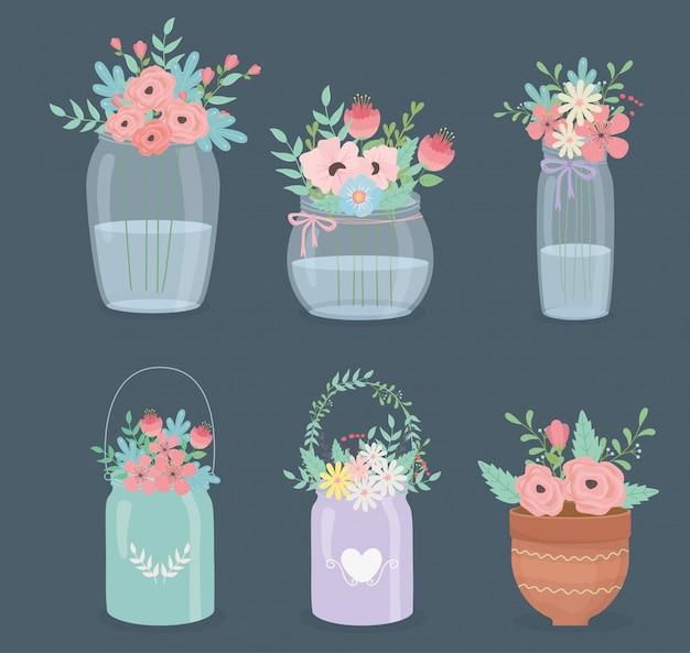 Decoração de flores e folhas em diferentes recipientes