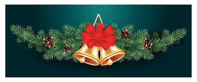 Decoração de natal com dois sinos dourados e laço vermelho em galhos de árvore do abeto com cones.