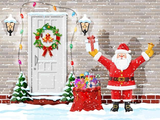 Decoração de porta de natal com papai noel e guirlanda