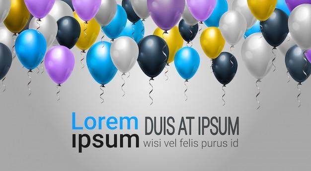 Decoração de web de férias com balões para festa, celebração ou festival evento sobre modelo de plano de fundo