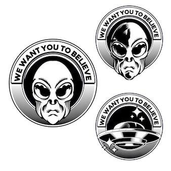 Definir a ilustração da cabeça do emblema alien badge para o elemento de vetor de design de logotipo distintivo