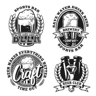 Definir ilustração de cerveja em fundo branco. os elementos e o texto de cada logotipo estão em grupos separados. ideal para impressão em tecido e vários esportes e decorações de bares de cerveja