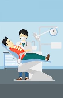 Dentista e homem na cadeira do dentista.