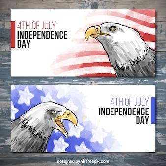 Desenhadas mão bandeiras do dia da independência da aguarela com símbolos