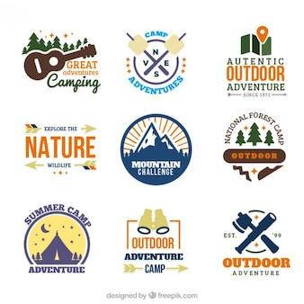 Desenhadas mão cores logotipos acampamento