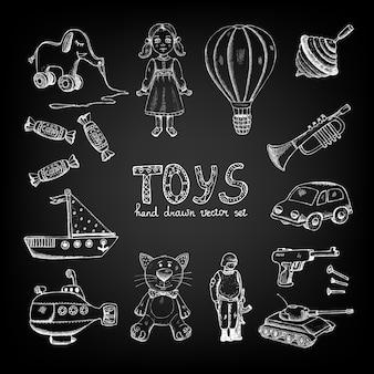 Desenhado com giz em brinquedos, bonecos e doces.