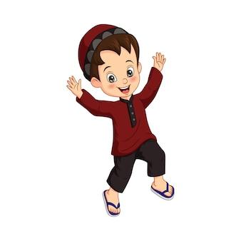 Desenho animado de menino muçulmano feliz em fundo branco