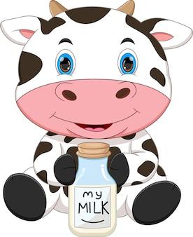 Desenho animado de vaca segurando leite em uma garrafa