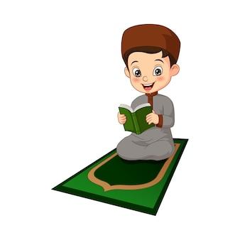 Desenho animado menino muçulmano lendo ilustração do livro do alcorão