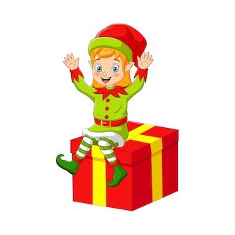 Desenho de duende de natal sentado em uma grande caixa de presente