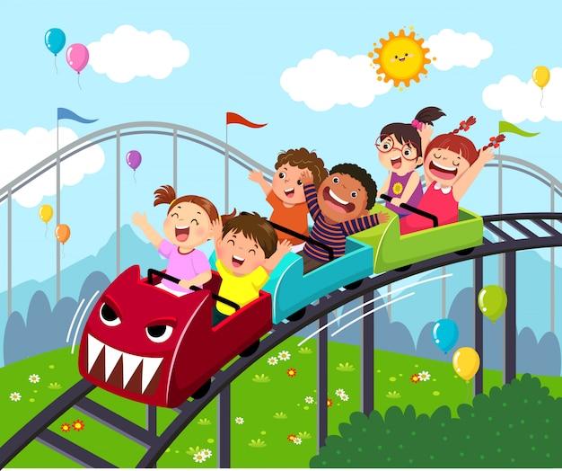 Desenho de ilustração vetorial de crianças se divertindo na montanha russa em um parque de diversões.