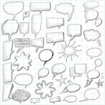 Desenho de mão doodle esboço de bolhas de bate-papo em branco