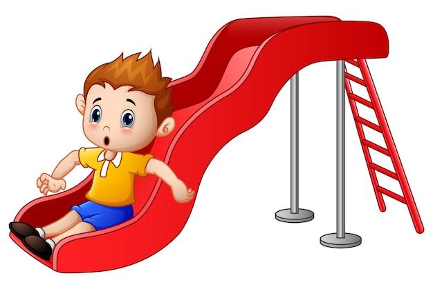 Desenho de menino pequeno jogando em um slide