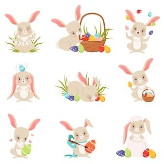 Desenhos animados bonitos de coelhos segurando e conjunto de ovos