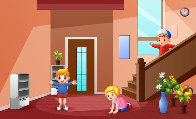 Desenhos animados de crianças brincando em casa