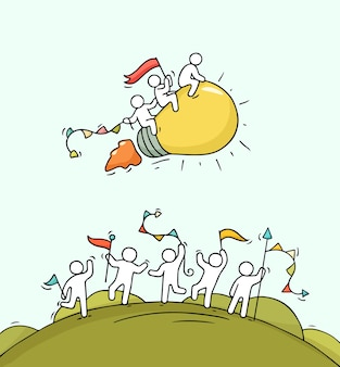 Desenhos animados felizes pessoas pequenas com a ideia de lâmpada inicial. doodle cena em miniatura bonita de trabalhadores e o conceito de inicialização. desenhado à mão para design de negócios.