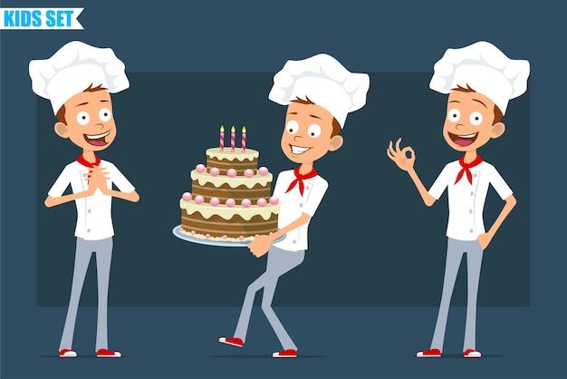 Desenhos animados planos engraçados pouco chef cozinheiro menino personagem de uniforme branco e chapéu de padeiro. criança carregando bolo de aniversário e mostrando sinal de tudo bem.