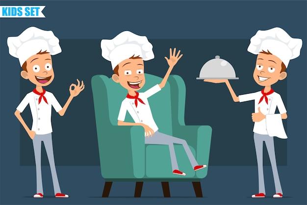 Desenhos animados planos engraçados pouco chef cozinheiro menino personagem de uniforme branco e chapéu de padeiro. criança descansando, mostrando-se bem e segurando a bandeja.